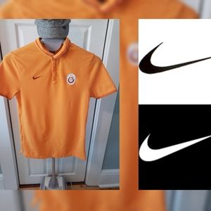 Nike collared t-shirt 👕 size medium